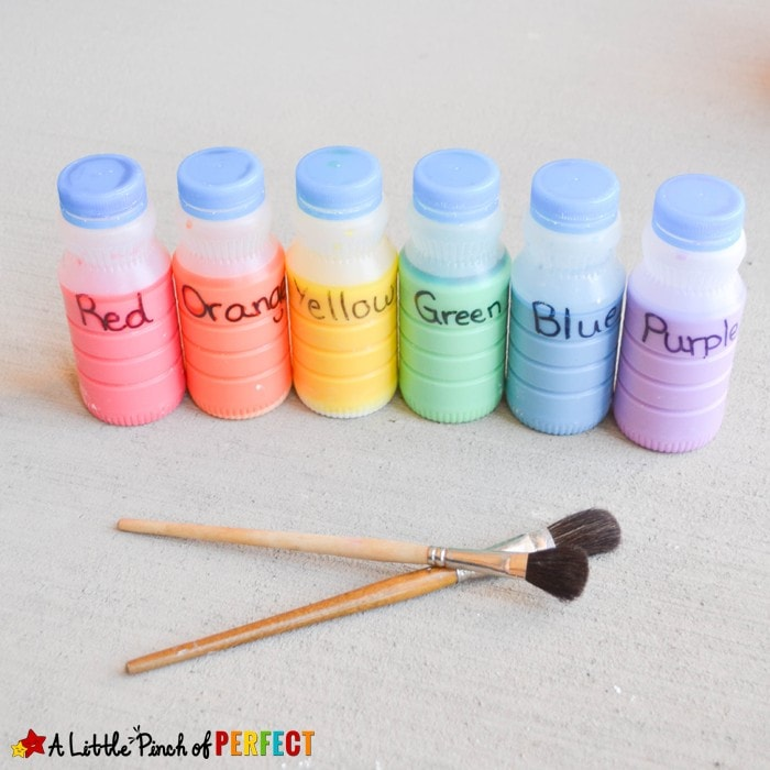 Easy Homemade Sidewalk Chalk Paint Recipe for Fun in the Sun (painting, homemade, summer, outside, kids activity)