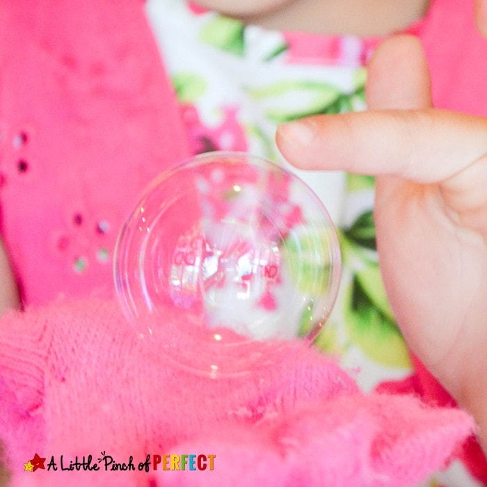 DIY Bouncing Bubbles Recipe: An easy recipe to make using sugar, water, and soap for lots of fun with the kids (summer, outside, play)