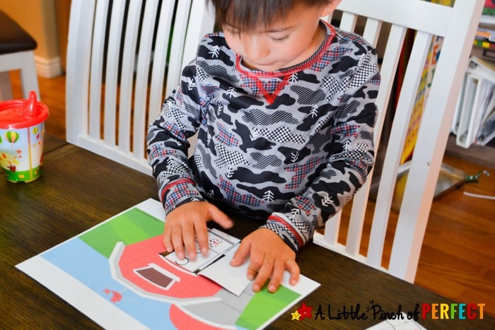 Peek a Boo Farm Animal Activity and Free Printable: Kids can learn Letters, Phonics and Reading (spring, language arts, preschool, kindergarten)