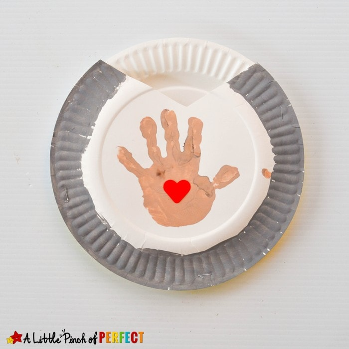 Handprint and Kisses Paper Plate Craft Inspired by The Kissing Hand: This paper plate craft couldn't get any sweeter because it includes handprints made by your favorite kiddo, hearts, and HERSHEY'S KISSES that kids can share with those they love! (back to school, book extension, kindergarten, first grade)