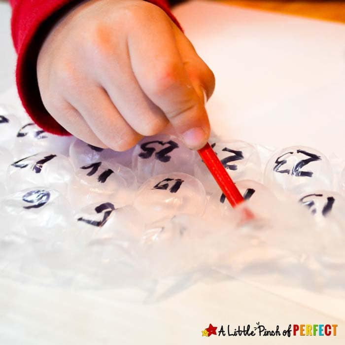 Count and Pop Bubble Wrap Math and Free Printable: a fun hands on learning activity and fine motor skills practice (#preschool #kindergarten #counting #numbers #math)