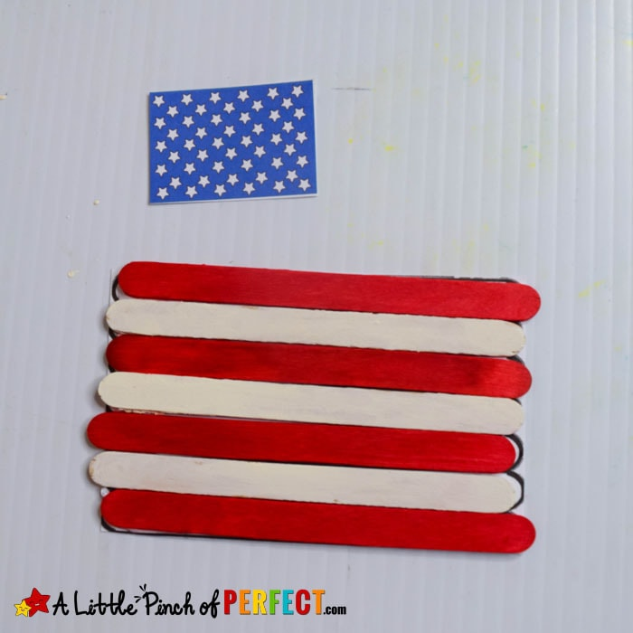 4th of July American Flag Popsicle Stick Craft and Free Template (#craft #kidscraft #kidsactivity #preschool #kindergarten #fourthofjuly #flagday #memorialday)