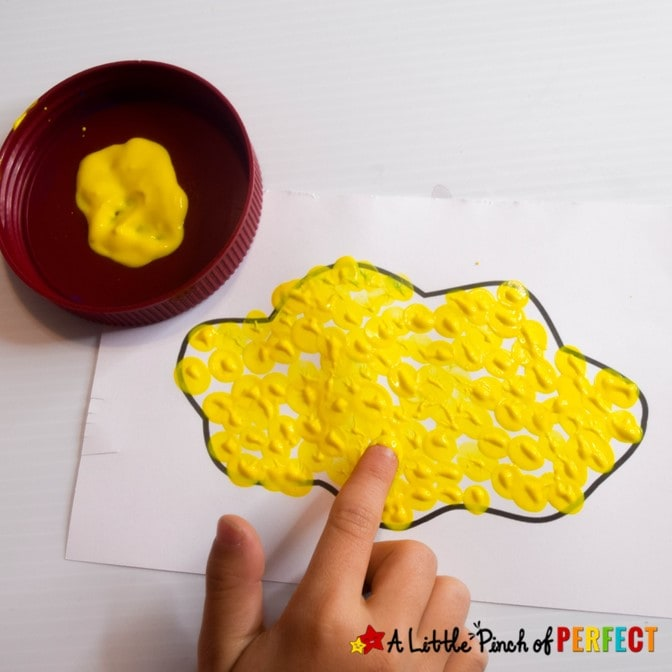"I Love You Pop Father's Day Craft: Children can make their Dad a cute Father's Day popcorn craft with this free template that says, ""I Love You Pop!"". #fathersday #kidscraft #craft"
