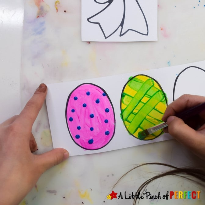 Easter Basket Paper Plate Craft and Free Template: This Easter your kids will love making an Easter basket craft with our Free template they can decorate and glue together. #Easter #craft #kidscraft #kidsactivity