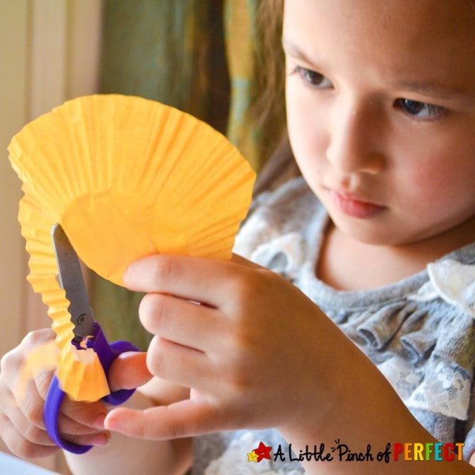 Learn how to make a flower craft with kids using cupcake liners. Perfect anytime or spring, summer, and Mother's Day. #kidscraft #craft #kidsactivity
